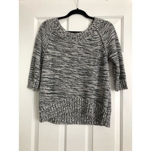 Woven sweater- black and white